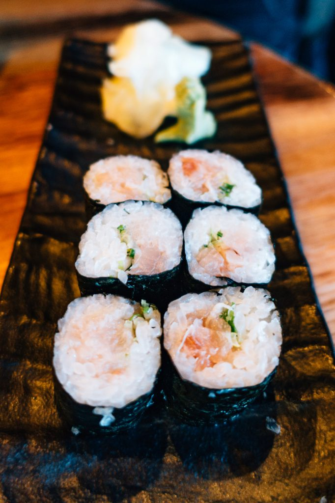 Yellowtail scallion roll
